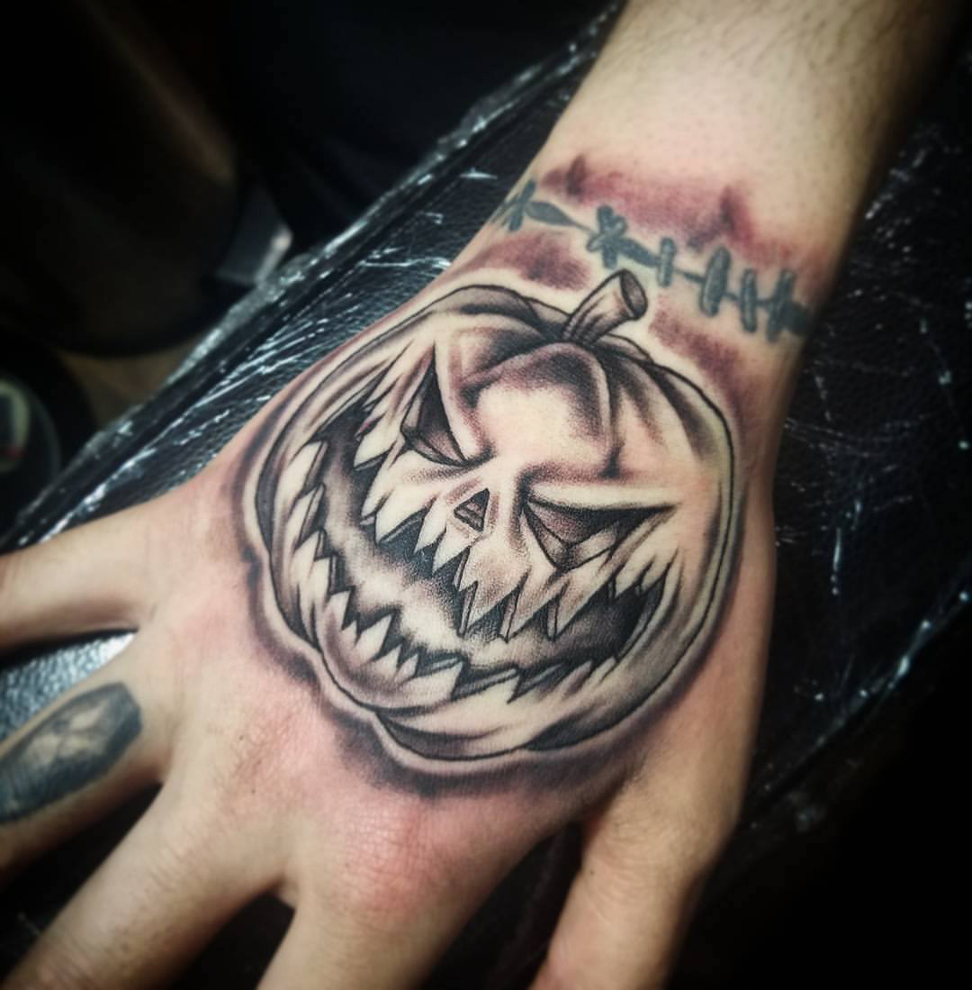meet melissa white of ink and iron custom tattoo in